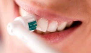 hoe elektrisch tandenpoetsen